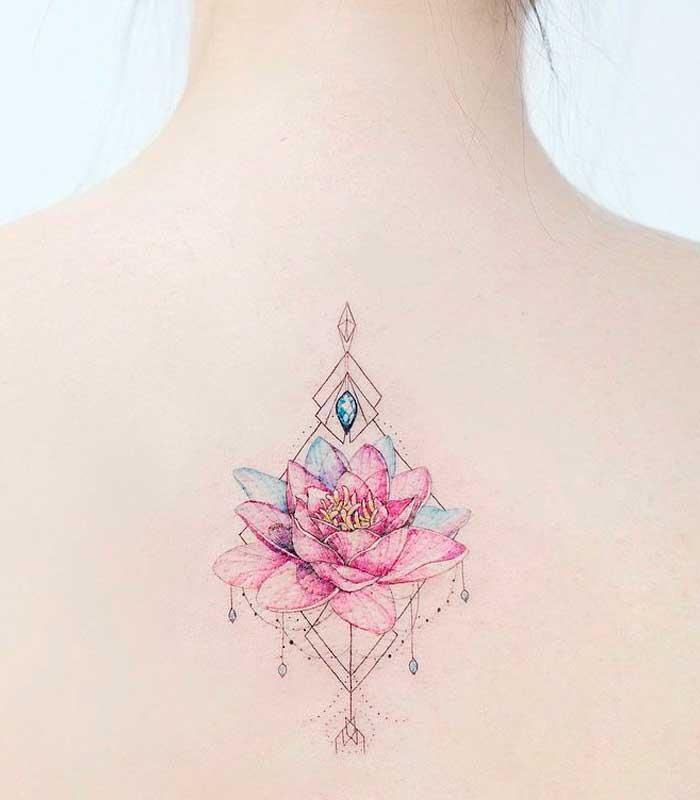 Tatuaje flor de loto rosada