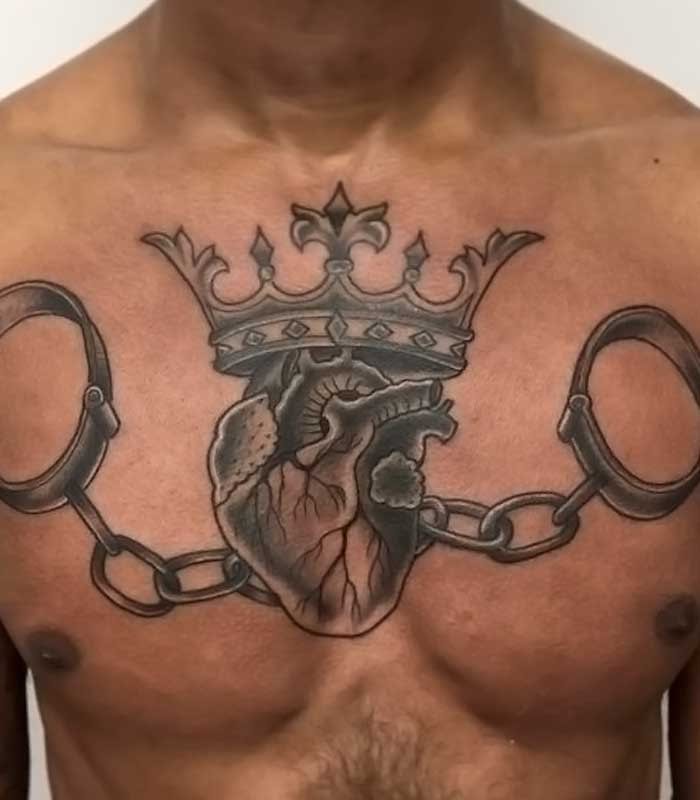 Tatuajes de corazón con corona