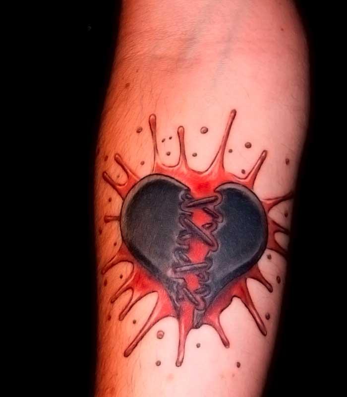 Tatuajes de corazón sangrando