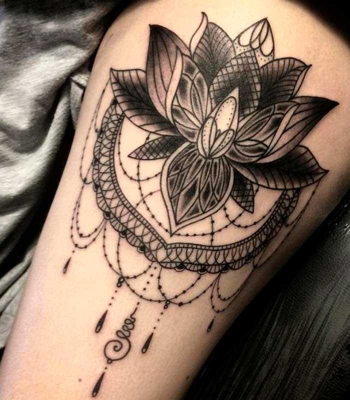 Tatuaje flor de loto negra