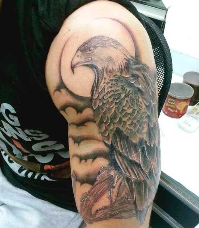 tatuajes de aguilas en el hombre