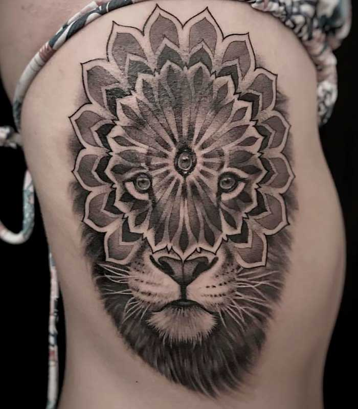 tatuajes de leones mandalas