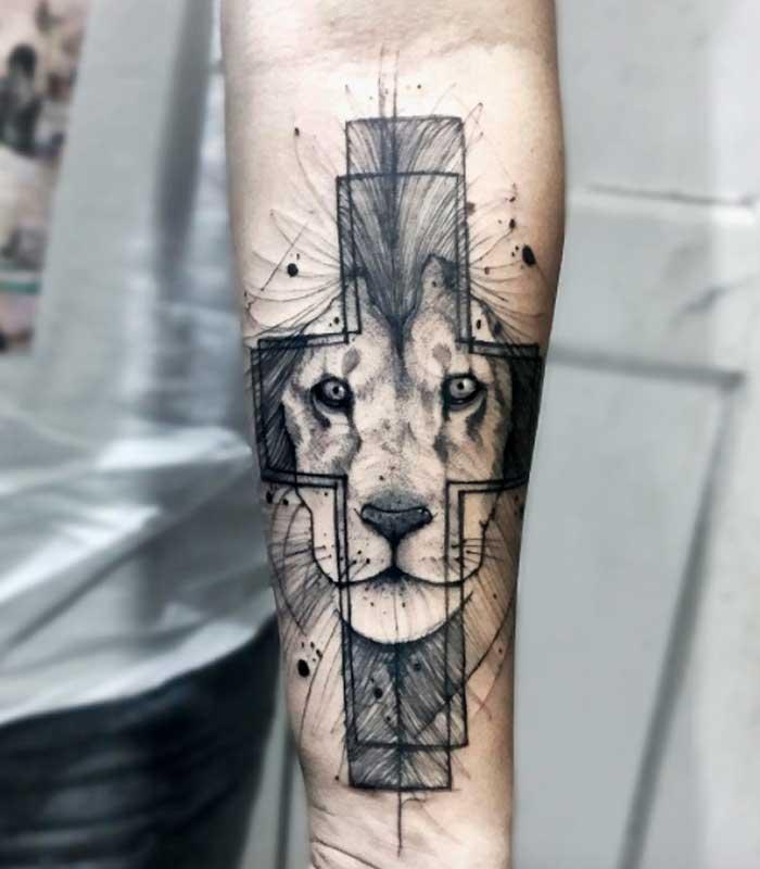 tatuajes de leones en el brazo o antebrazo