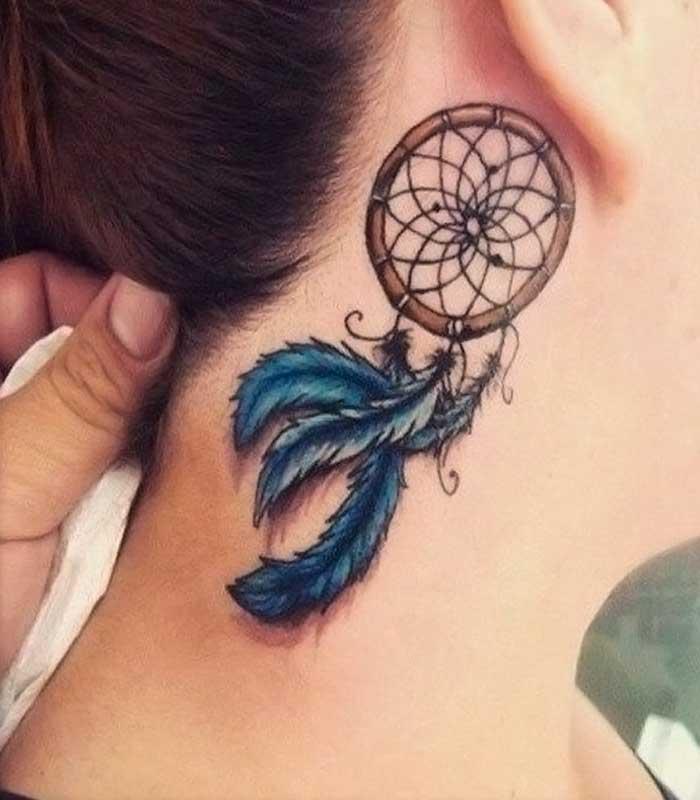 tatuajes de atrapasueños en el cuello