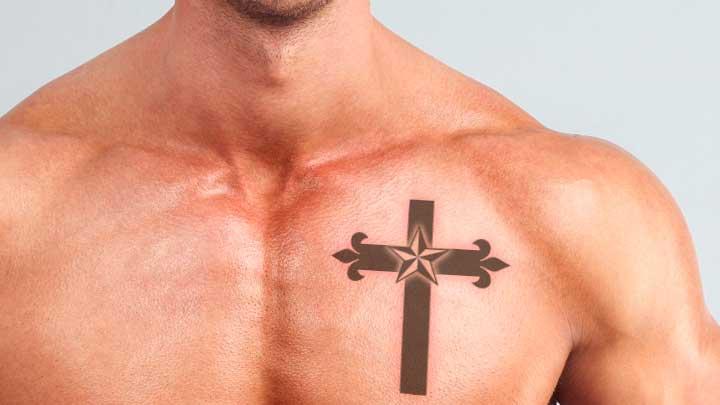 tatuajes de cruces en el pecho