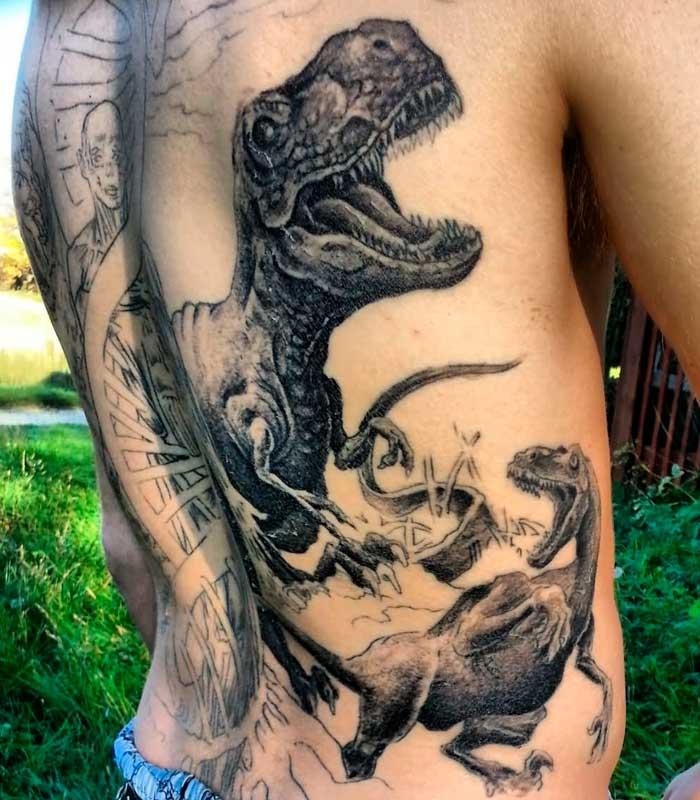 tatuajes de dinosaurios en la espalda