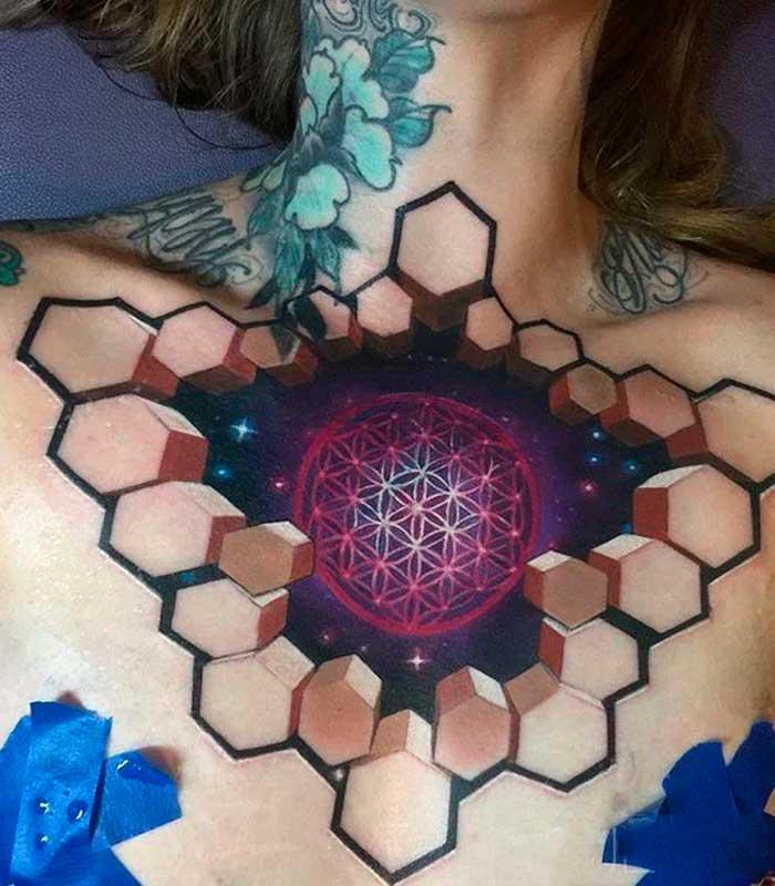 tatuajes geometricos en el pecho