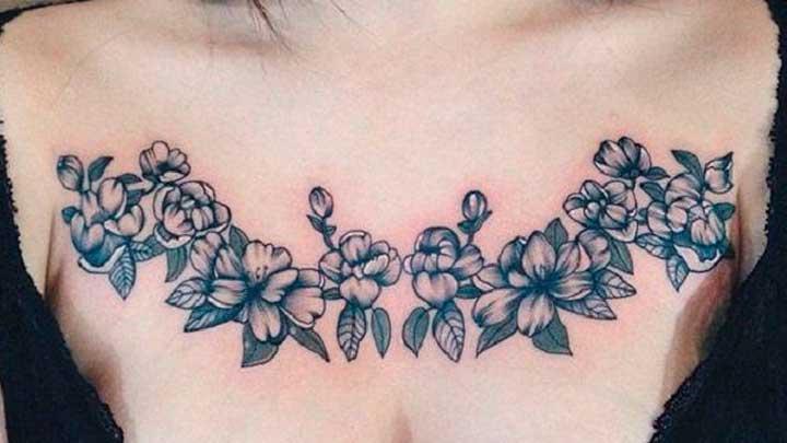 tatuajes de flores en el pecho