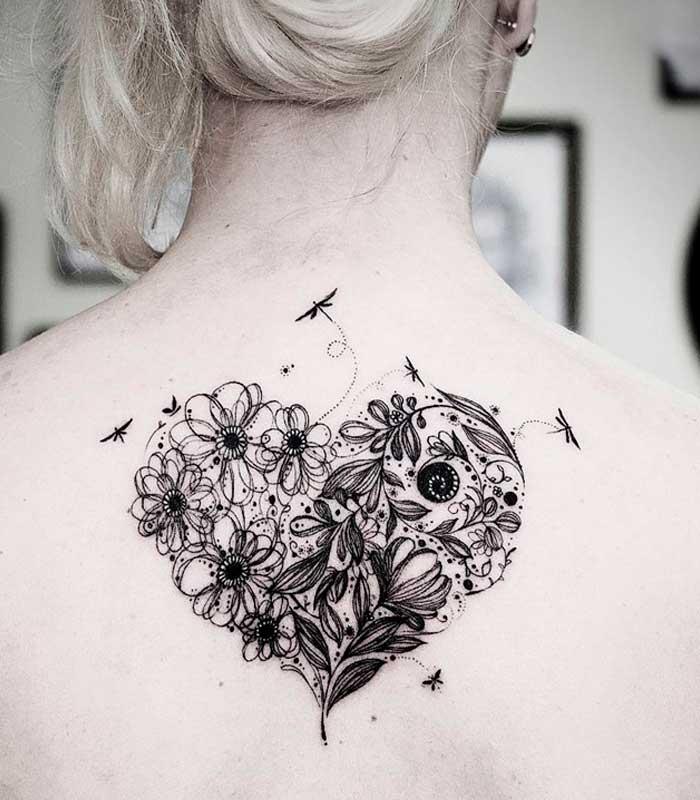 tatuajes de flores en la espalda