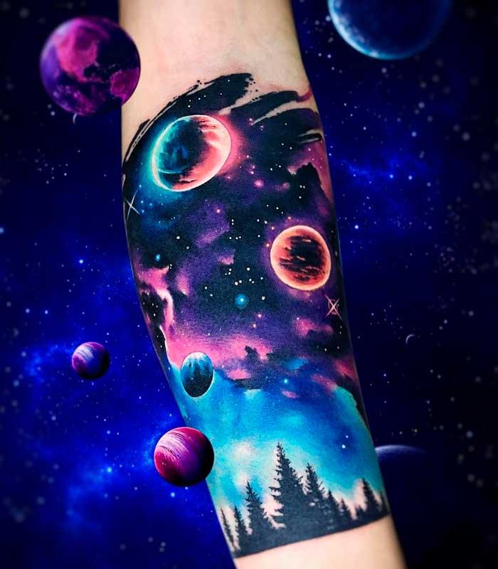 tatuajes de planetas y galaxias